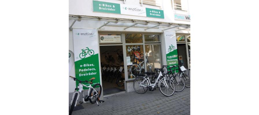 Südlich von München verkauft hier seitdem das Ehepaar Thoma mit bayrischem Charme e-Bikes, Pedelecs, Speed Pedelecs und Dreiräder für Erwachsene.