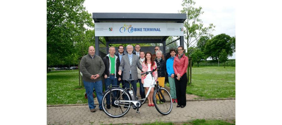 Die e-motion e-Bike Welt Düsseldorf hat 4 Raleigh Impulse HS Pedelecs an das Landesamt für Natur, Umwelt und Verbraucherschutz NRW in Düsseldorf übergeben