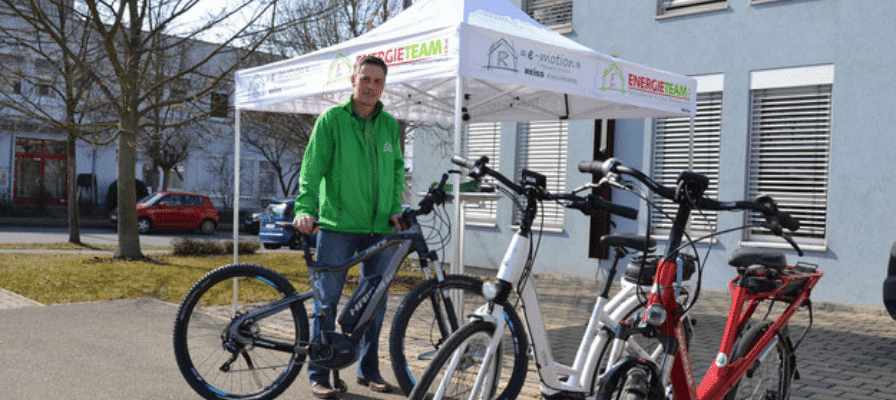 e-Bike Pendler überholt Auto