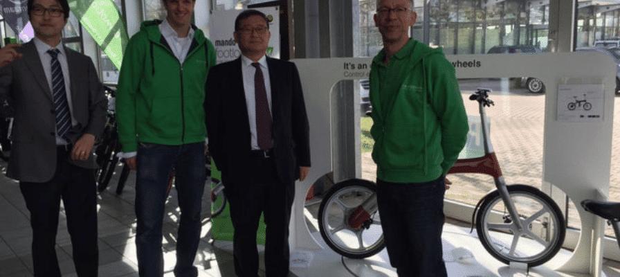 """e-Bike Experten der Gruppe """"e-motion Technologies"""" mit Mr. Chung Mon-wong"""