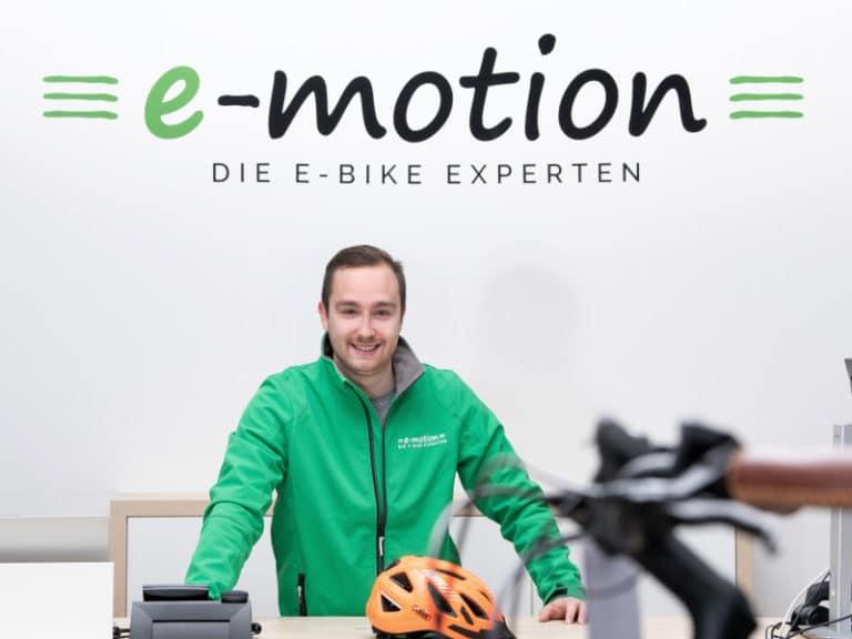 """• Kundenbetreuung <br>• Leasing und Finanzierung<br>• """"Frischluft? Freiheit! E-Bike!"""""""