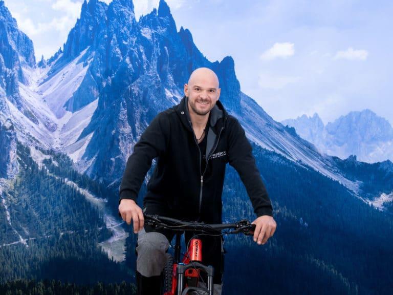 """• """"e-Bike check! Kopfhörer check! Route check! Augen auf die Straße!!!... Aufsitzen – kurbeln – unbeschwerte Freiheit genießen"""""""