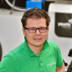 • Liebt e-Mobilität<br>• Unser Hobbyfotograf: stellt die e-Bikes ins richtige Licht<br>• Traumbike für 2021: Specialized Vado SL 5.0 EQ