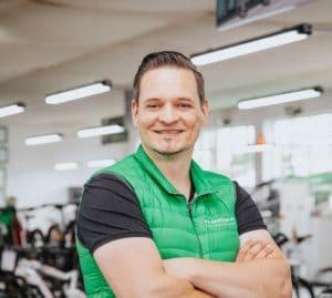 """• Zweiradmechanikermeister<br>• fährt Riese & Müller Supercharger <br>• """"Ich habe den Drehmomentschlüssel in der Hand, den Terminplan im Blick und den Kundenwunsch im Ohr"""""""