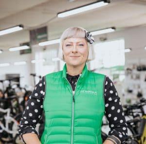 """• Leasing & Finanzierung <br>• Zweiradmechatronikerin<br>• """"Ich bin Verkäuferin mit Herz und Einfühlungsvermögen, denn nicht alle Superheldinnen tragen einen Umhang."""""""