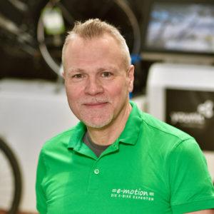 • Unterwegs im Stadtwald von Hannover<br>• Hat Vorlieben für Falträder und Trekkingbikes<br>• Traumbike für 2021: Riese & Müller Charger3 vario mit GX Option