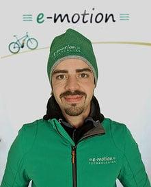 """• Zweiradmechanikermeister<br>• seit 15 Jahren in der Branche <br>• """"Suche nach Lösungen, nicht nach Problemen"""""""