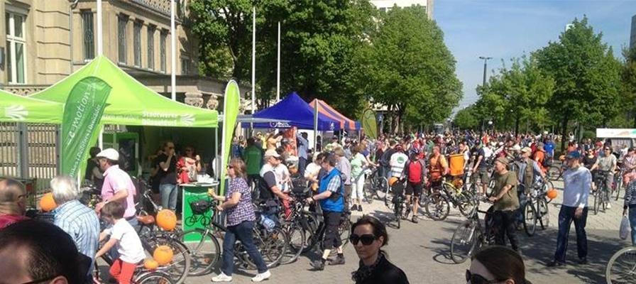 Radler und e-Biker bei der ADFC Sternfahrt versammelt