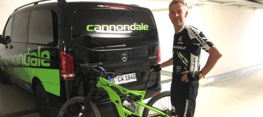e-motion Mitarbeiter mit neuem Cannondale e-Bike