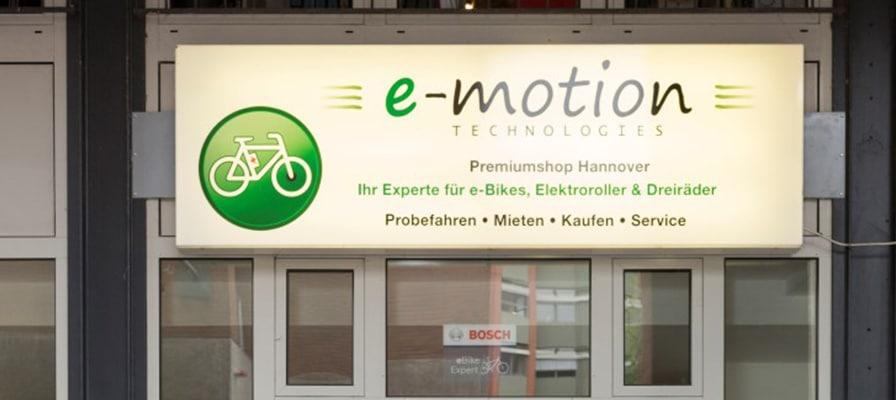 Die Ladenbeschriftung der e-motion e-Bike Welt Hannover