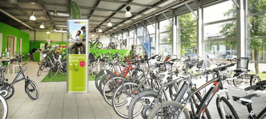 """e-motion e-bike Shop mit Aufsteller """"Rad fahren in NRW"""""""