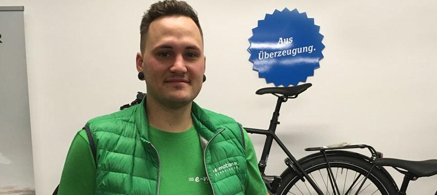 Der Filialleiter der e-motion e-Bike Welt Stuttgart, Niklas Probst