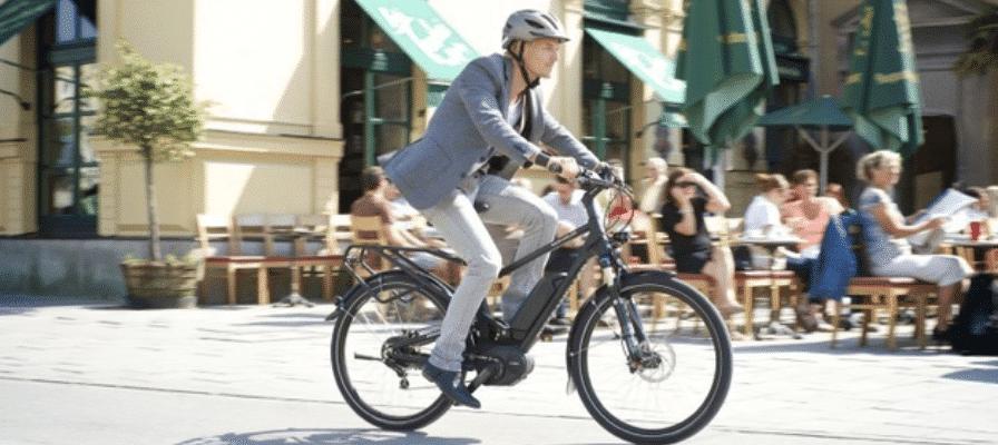 Pendler auf e-Bike