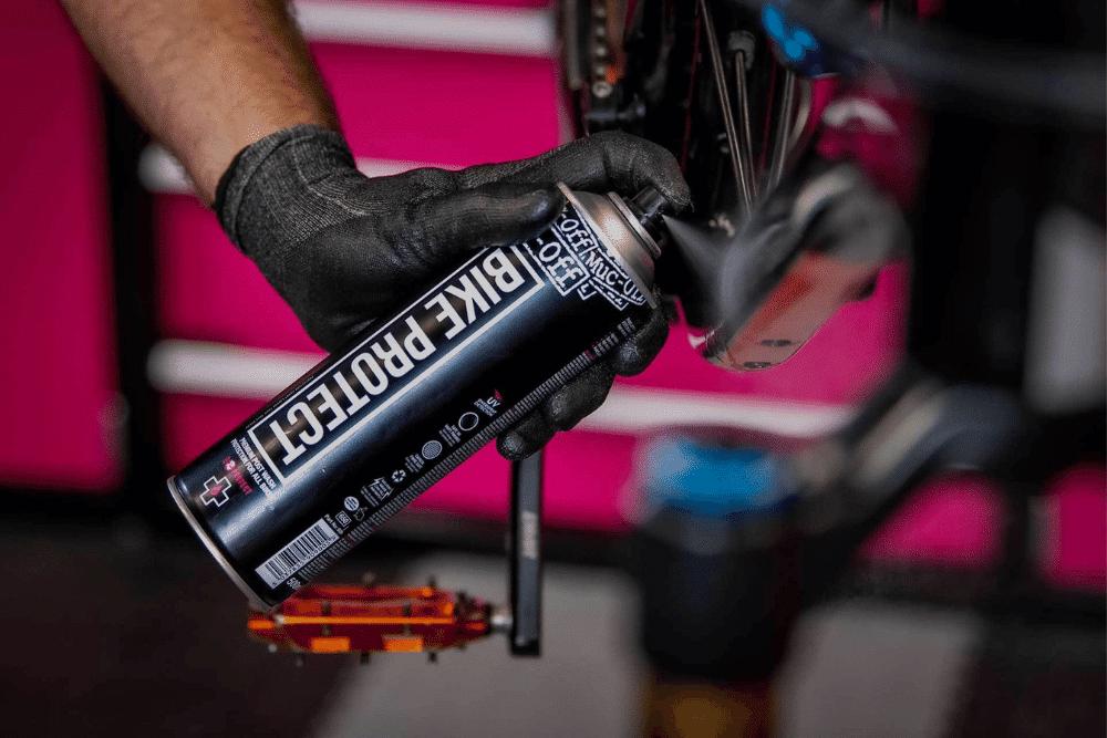 Verwendung des Muc-Off Bike Protect Sprays