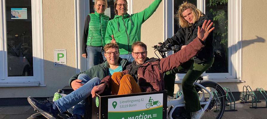 Bonn Himmel un Ääd Lastenfahrrad Übergabe