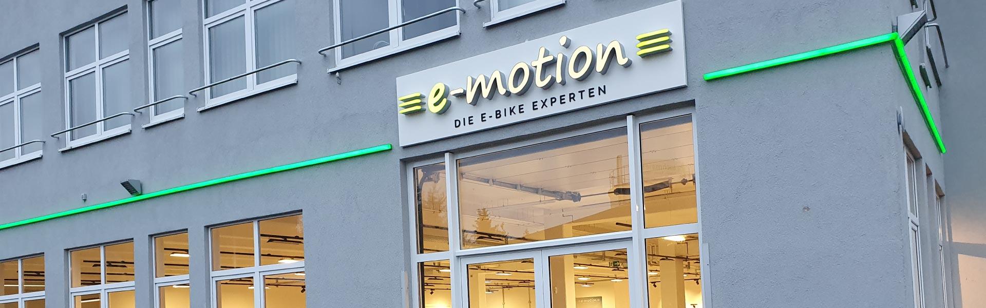 Außenansicht und Eingangsbereich der e-motion e-Bike Welt in Pforzheim