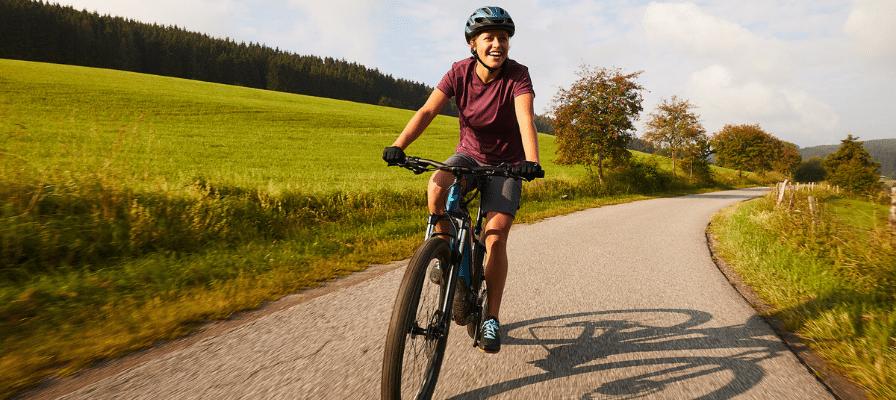 Frau auf Liv Tempt E+ SUV e-Bike