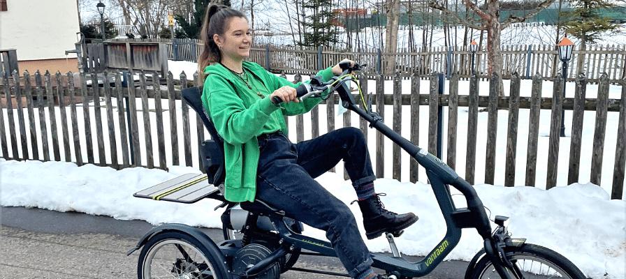 Ronja aus der e-motion e-Bike Welt Tuttlingen auf dem Easy Rider von Van Raam
