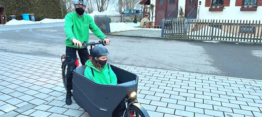 Zwei Personen auf dem neuen Packster 70 von Riese & Müller