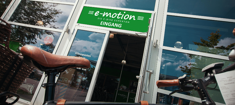 Eingangstür einer e-motion e-Bike Welt