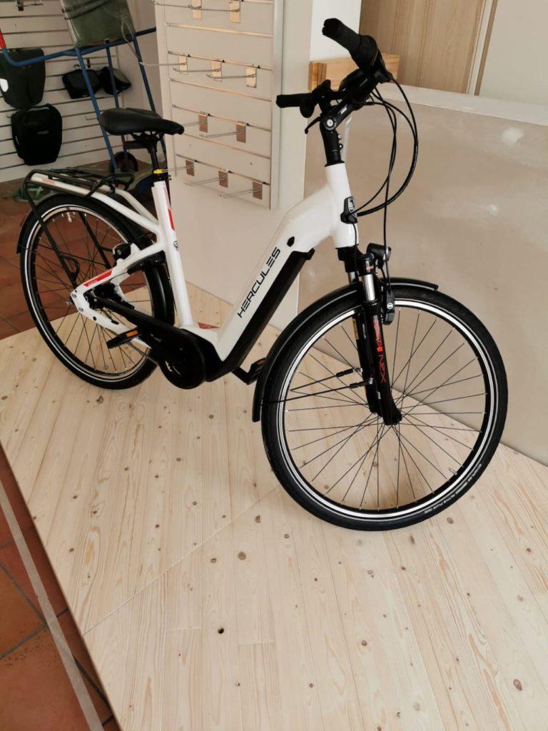 e-Bike auf einem Podest in Köln