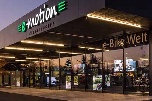 Außenansicht des e-motion e-Bike Shops in Bad Hall, Österreich